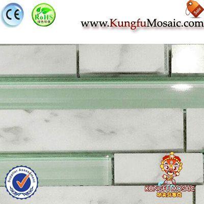 Mosaico de mármol de Carrara con vidrio verde