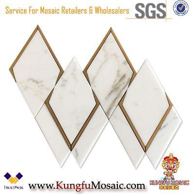 Mosaïque de marbre d'or de Calacatta avec le mur en métal décoratif